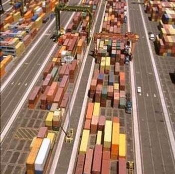 Retail container traffic in