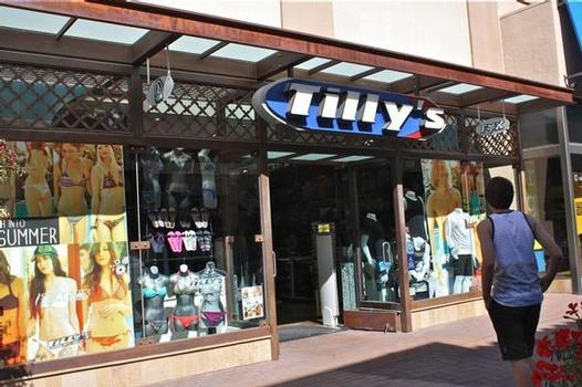 Tilly's at the Irvine Spectrum on Saturday. Photos by Shop-eat-surf.