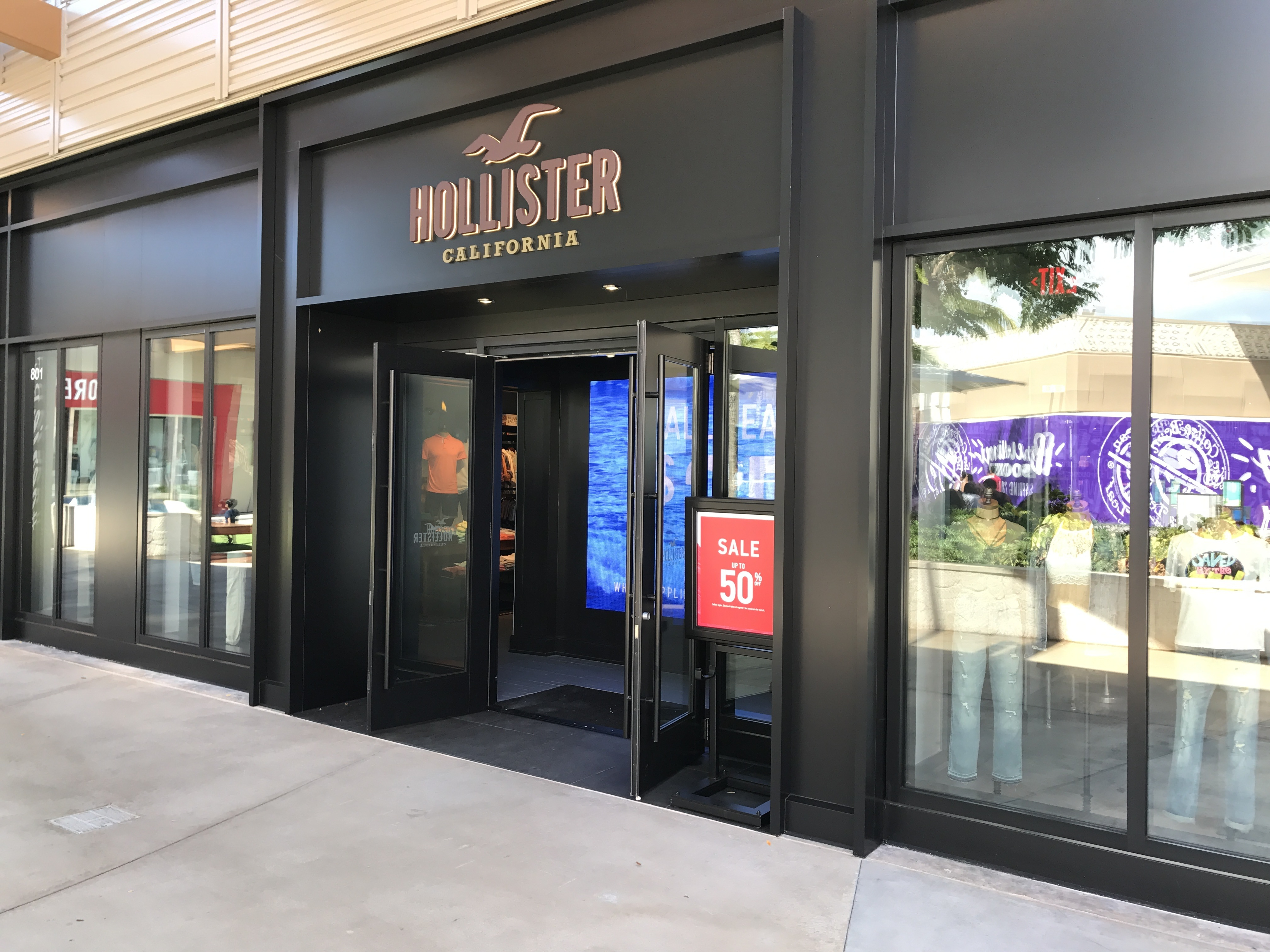 hollister middle eastern singles Abercrombie & fitch co announced that it has expanded its existing relationship with majid al futtaim fashion through a  and hollister brands in the middle east.