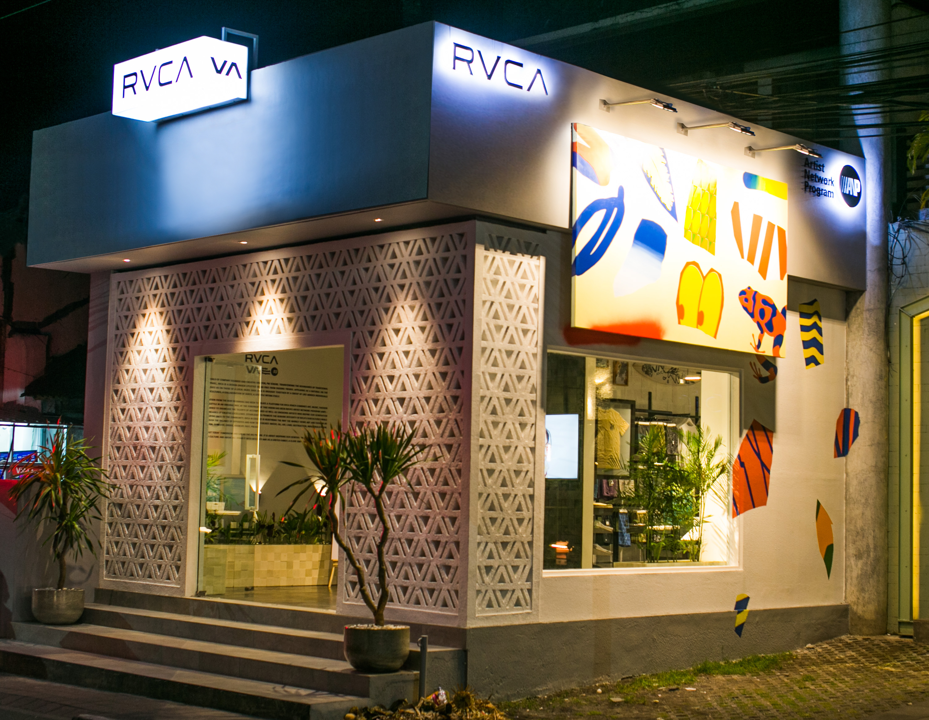 RVCA is the brainchild of company Founder and Creative Director, PM Tenore. Transcending the boundaries of traditional action sports apparel, RVCA is a .