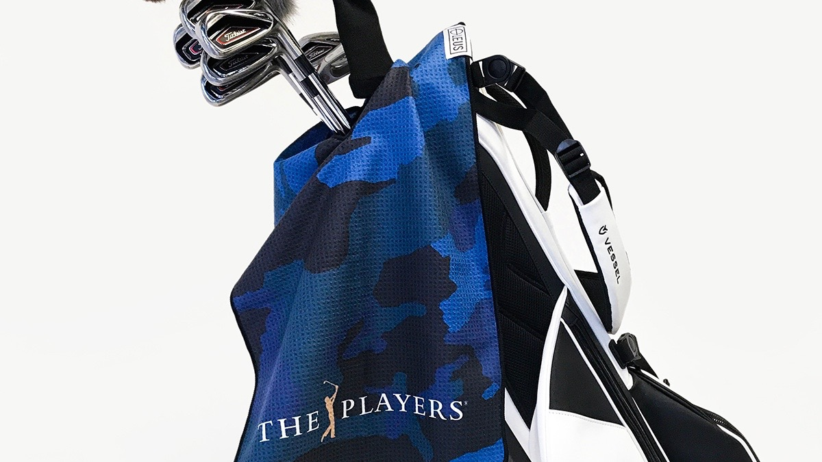 LEUS Caddy Towel on bag