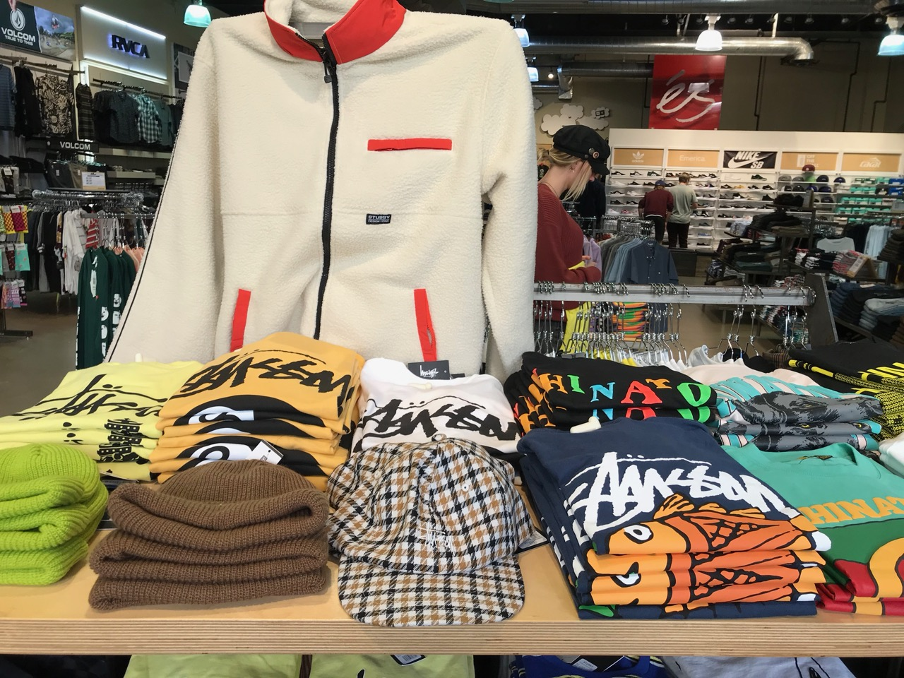 holiday19 ActiveStussy 1